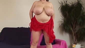 Sexy Fat Mom Toying Her Big Hole