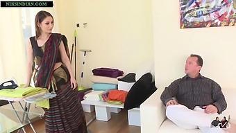 Kaamwali Bai Ki Saree Utaar Ke Nangha Kiya Aur Choot Choda