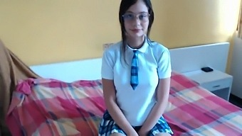 I Secretly Record My Cousin Schoolgirl And Ends Up Doing Oral Sex