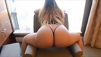Dd - Twerking Big Ass